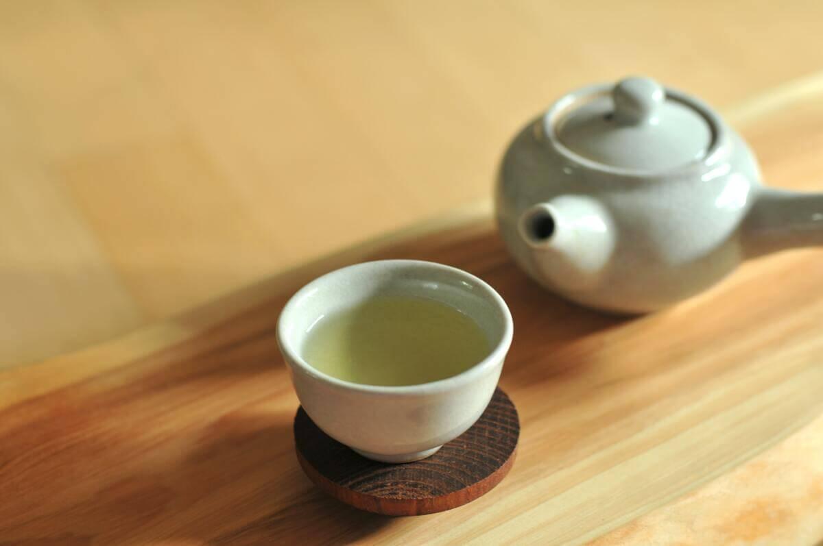 緑茶が美肌に良いとされる理由とは